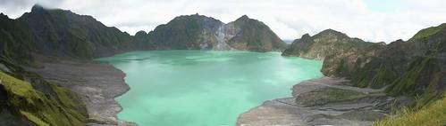 pinatubo crater lake panorama 2