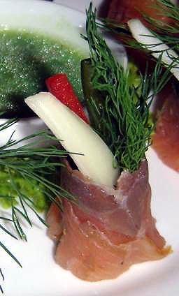 Fresh salmon rolls