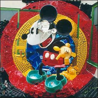 Mickey Mouse (sí, sé que estos pies de foto sobran un poco, pero es que no tengo más información sobre las obras)