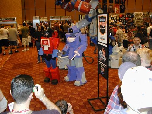 Botcon 2005 - Frigg'n awesome Shockwave costume!
