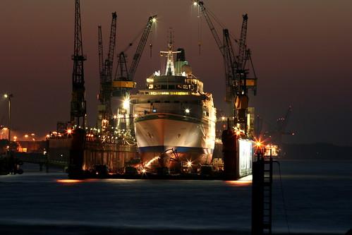 Hamburg: Schiff im Dock 4