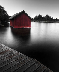 Red House on the River photo by diesmali