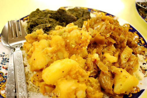 This'n'That, Manchester - Potato, spinach and cabbage curry with rice