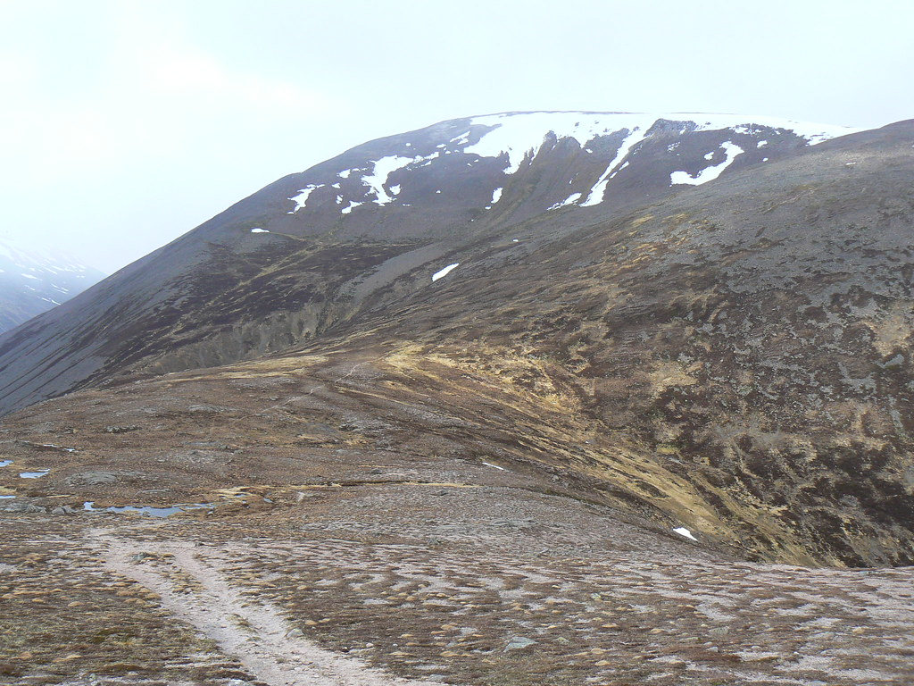 The col between Carn a' Mhaim and Macdui