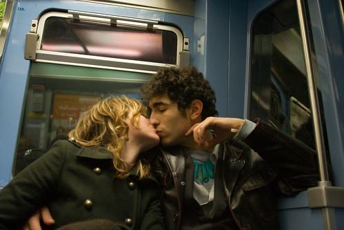 amour paris baiser bisou amoureux capitale pictures photos embrasser french kiss love france metro balard bastille jeunesse jeunes