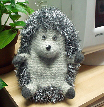 Small Hedgehog Knitting Pattern Free : Hedgehogs!   Redshirt Knitting