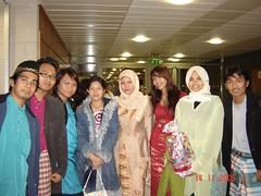 Bergambar Kenangan Bersama Classmates UCD