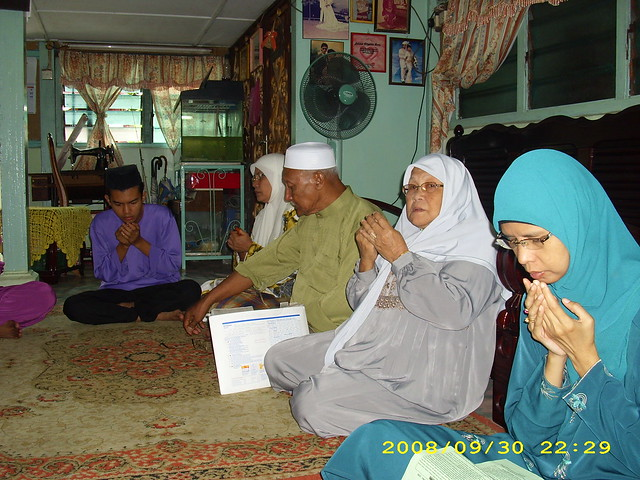 hari raya 2008 memohon doa restu dari illahi setelah selesai takbir ...