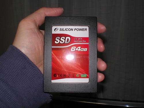 SSDは手のひらサイズ