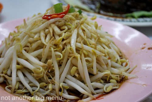 Jalan Gasing chicken rice beansprouts