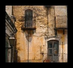 italia: un cumulo di macerie morali photo by viman57 -