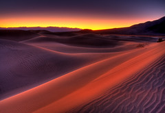 Death Valley Dunes photo by Dave Toussaint (www.photographersnature.com)