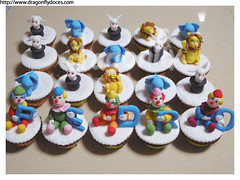 Circus Cupcakes / Cupcakes Circo photo by Dragonfly Doces