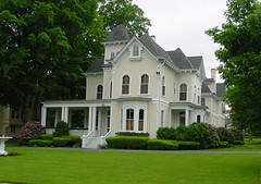 Saratoga Springs - victorian home photo by Guenther Lutz