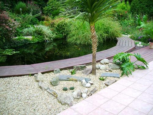Jardin en ao t 2009 massif terrasse p pini re ecolo le for Photo massif jardin