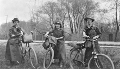 The Coles sisters on a bicycle trip from Montreal to Ottawa, QC-ON, 1916 1916, 20th century photo by Musée McCord Museum