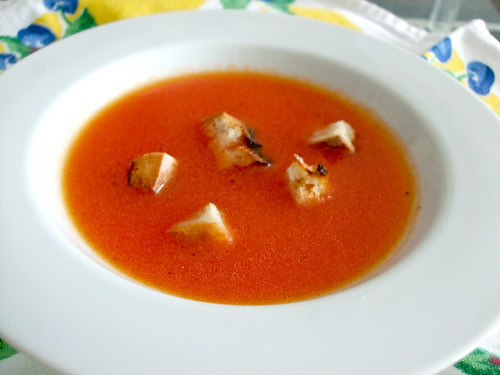 Raw Tomato Soup With Garlic Croutons
