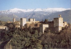 Alhambra Berlatarbelakangkan Pergunungan Sierra Nevada, Granada, Spain