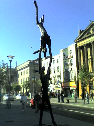 statues in O'connell street 3