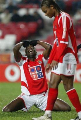 capt.xsg10911272332.portugal_soccer_xsg109[1]