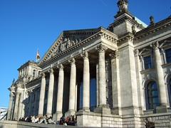 Der Reichstag an einem sonnigen Wintertag.