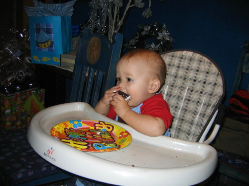 angus_cake_eating_1
