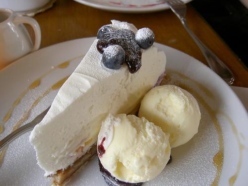 cheese cake and vanilla icecream