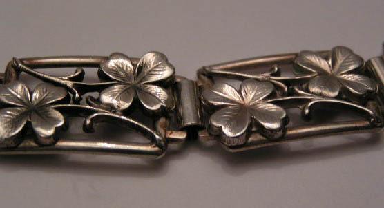 Klöverarmband i silver 2.