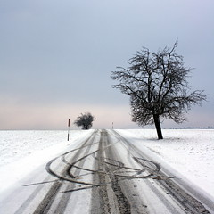 Winter road photo by skubmic