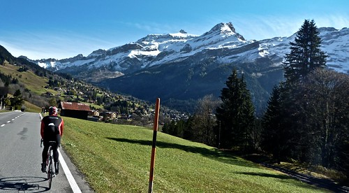 Heading to Diablerets