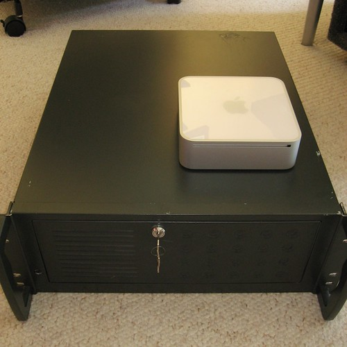 Mac mini & Linux Rack