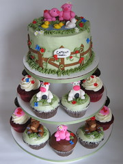 My farm cake and cupcakes... again! photo by jdesmeules (Blue Cupcake)