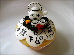 1: Chinese Tea Set Cupcake photo by jdesmeules (Blue Cupcake)