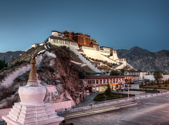 Potala Palace with Stupas photo by notti.at