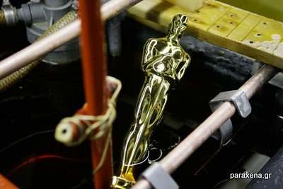 making-of-oscar-statues-06