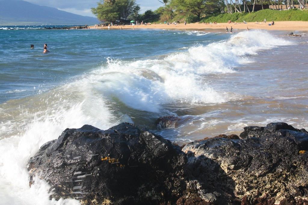 Waves at Ulua