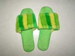 Illgröna innetofflor.