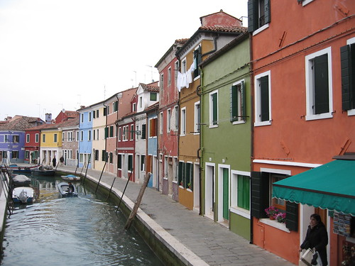 the colorful homes in Burano