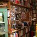 書店一樓後方張貼著歷史的牆面