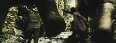 金刚-善良的大恐龙小心的不踩着人