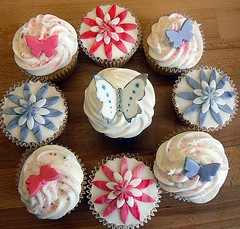 8 flower & butterfly cupcakes photo by purecakes (lizzie)