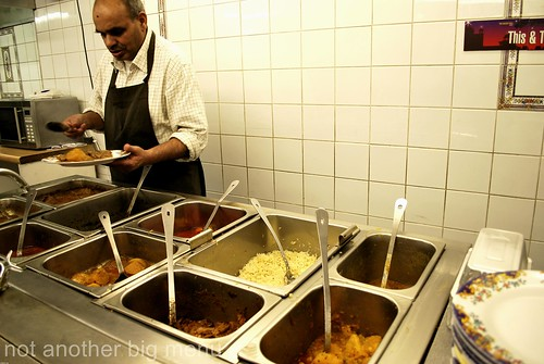 This'n'That, Manchester - serving counter with curries