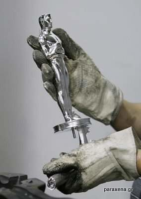 making-of-oscar-statues-02