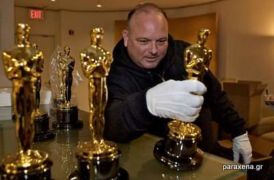 making-of-oscar-statues-09