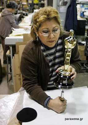 making-of-oscar-statues-12