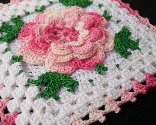 Free Crochet Pattern: Chenille Rose Purse