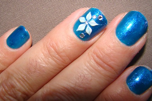 Manicure with Nail Art blue flowers design