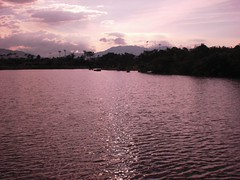 Lo-tung Park: Lake at dusk
