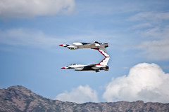 Thunderbirds at Hill AFB Airshow 2009 - Touching Tails