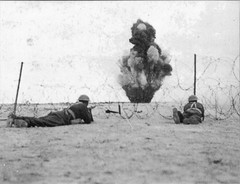 1942 Bir Hakeim - Bombardement BH - Crédit photo Ecpa - Erwan BErgot